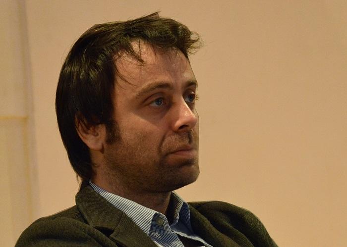 """David Castillo-Lopes, auteur du """"Chiffroscope"""" de Canal, lors de la conférence """"BD & Journalisme"""" des Assises du Journalisme 2014 - Photo : Ana Galan Campanario"""