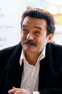 source : https://upload.wikimedia.org/wikipedia/commons/b/bd/Salon_du_livre_de_Paris_2011_-_Edwy_Plenel_-_001.jpg