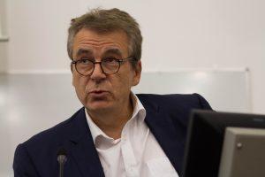 Éric Scherer, directeur de l'innovation et de la prospective de France Télévisions, a donné la conférence d'ouverture du lancement du réseau Arppej.