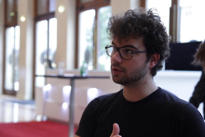 """""""Un hacker, ce n'est pas un russe dans une cave qui pirate des serveurs"""", explique Basile Simon."""